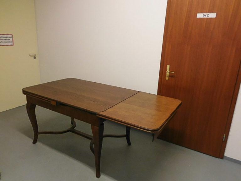 Tisch_2