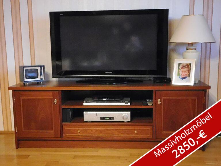 Zeitloses Fernsehboard aus Massivholz